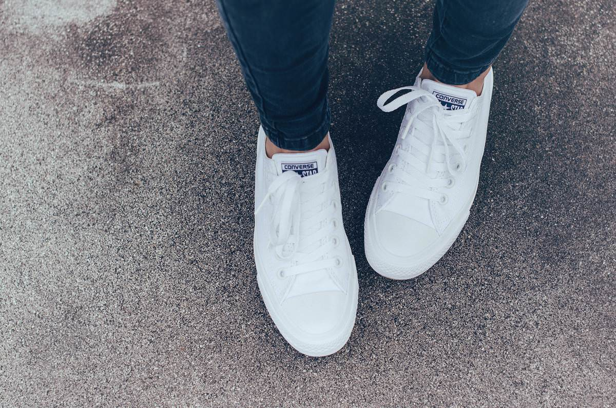 white all star converse