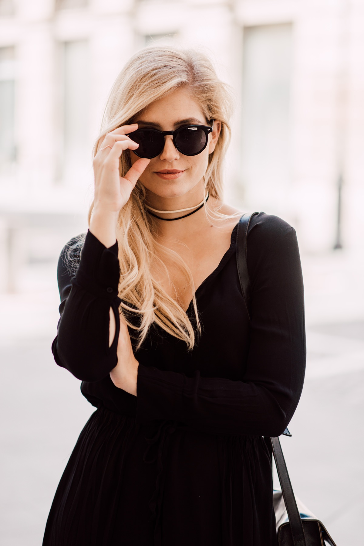 black outfit fashion blogger