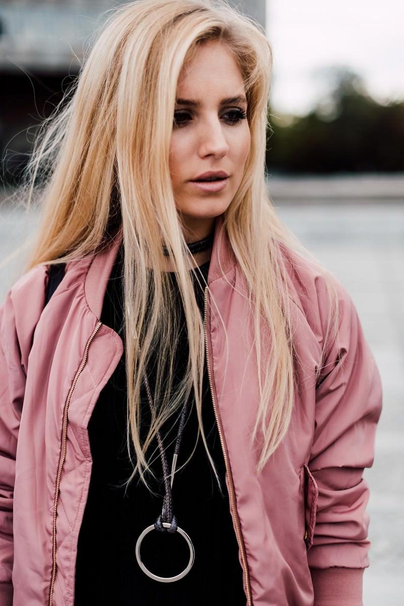 choker fashion blogger